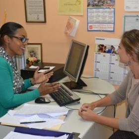 A local social worker discusses an ongoing case with a student doing her Social Work internship abroad.